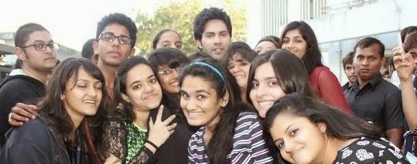 Varun Dhawan Poses With His Fans During The Promotion Of Main Tera Hero At Mithibai College