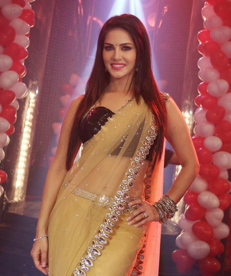 Sunny Leone Exclusive Hot Look On The Sets Of Pavitra Rishta During The Promotion Of Ragini MMS 2