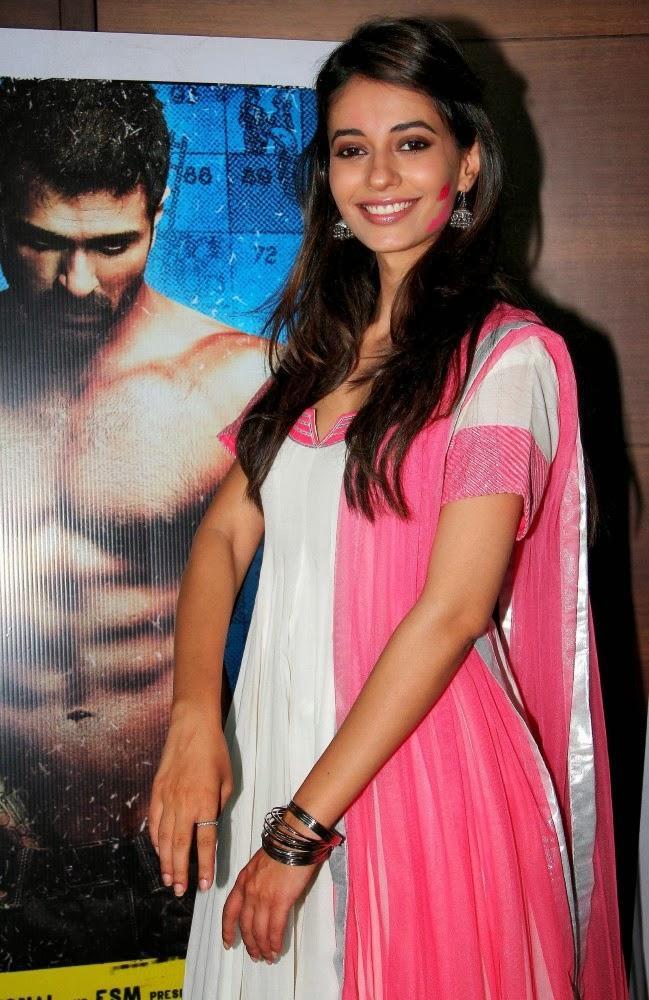 Ayesha Khanna Smiling Pose During The Promotion Of Dishkiyaoon
