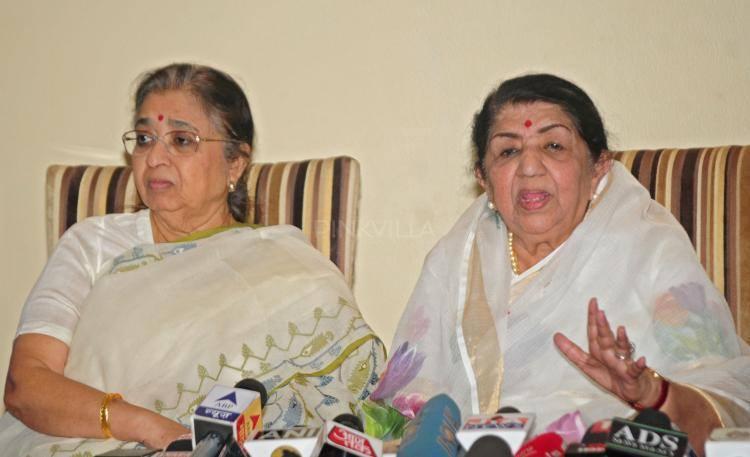 Lata Mangeshkar Interact With Media During Announces For The Deenanath Mangeshkar Award