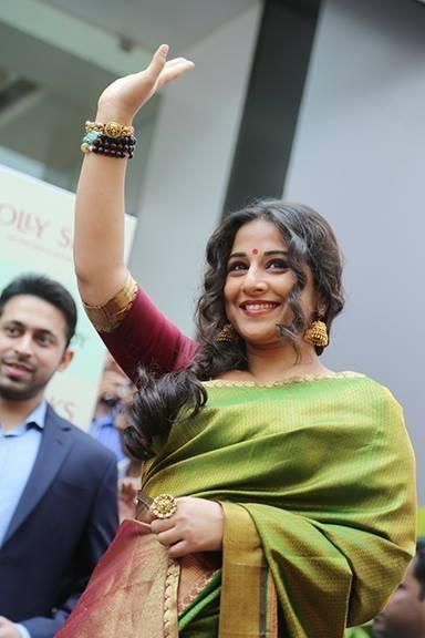 Vidya Balan Waves Her Hand For Fans At The Inauguration Of Saree Showroom The Mall Of Joy In Thrissur