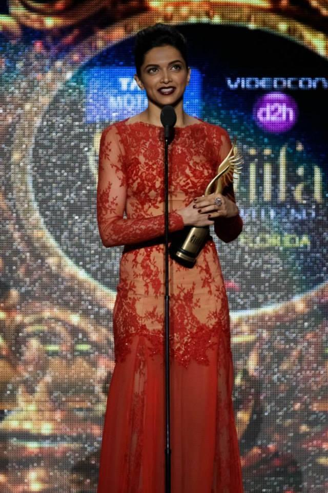 Deepika Padukone Take Awards For Best Actress At The 15th IIFA 2014 Awards