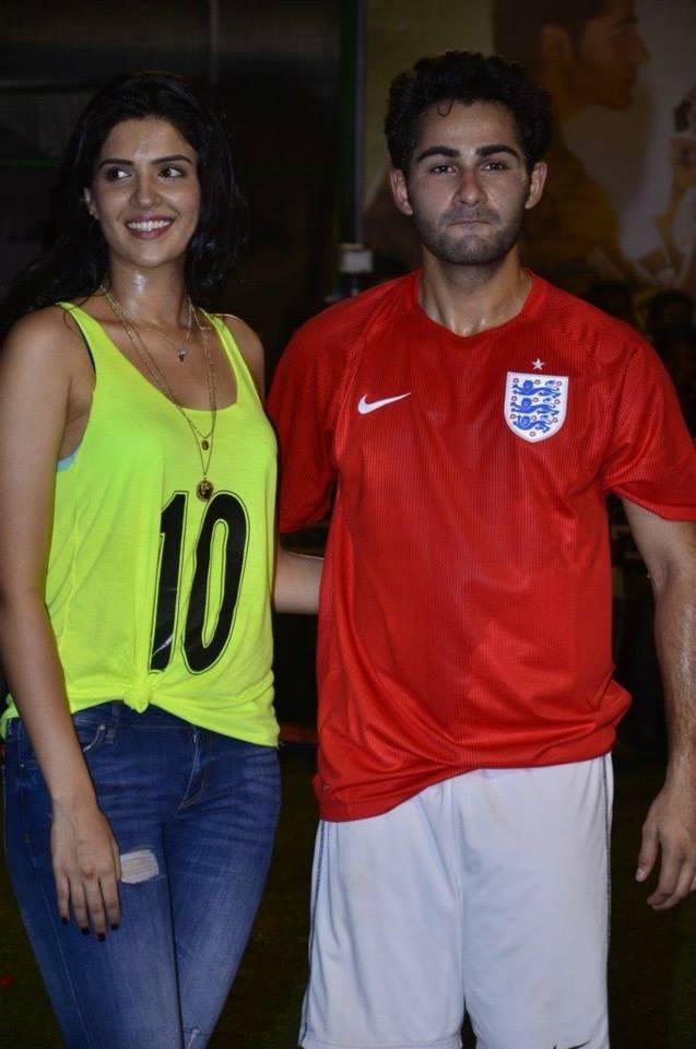 Deeksha Seth And Armaan Jain Posed For Camera During The Promotion Of Lekar Hum Deewana Dil Movie