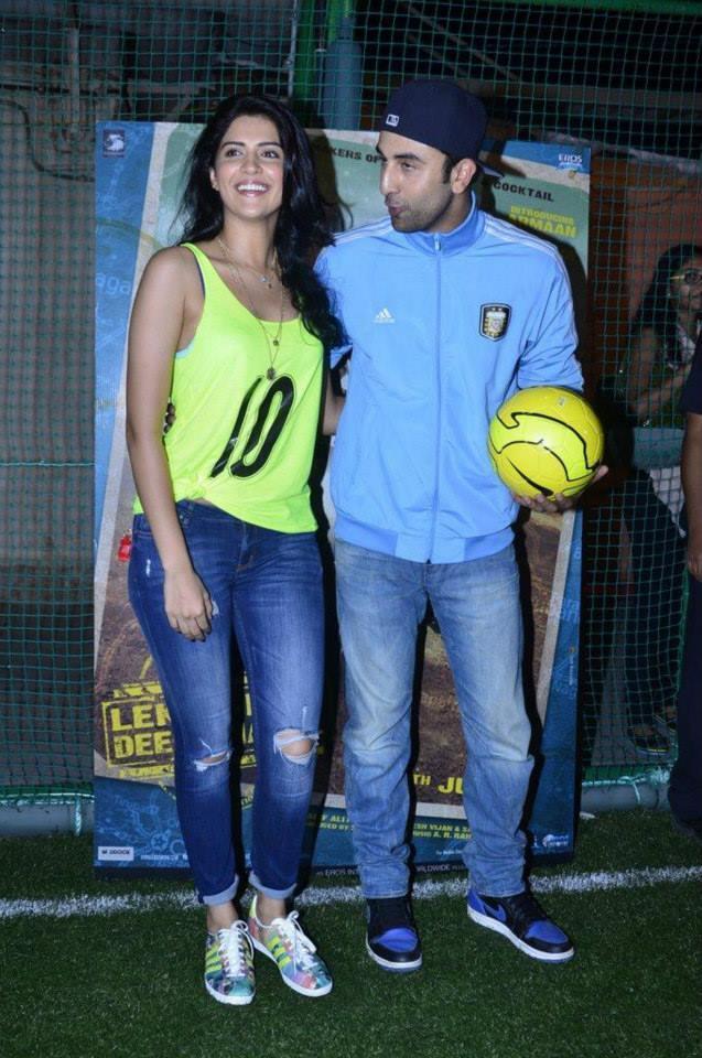 Deeksha Seth And Ranbir Kapoor Smiling Look At The Promotion Of Lekar Hum Deewana Dil Movie
