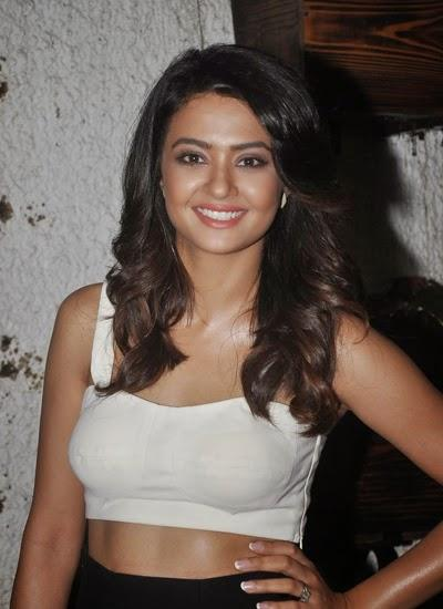 Surveen Chawla Smiling Pic During Special Screening Of Hate Story 2