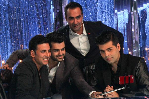 Akshay,Manish,Ranvir And Karan Take Selfie On Jhalak Dikhhla Jaa 7 During The Promotion Of Entertainment