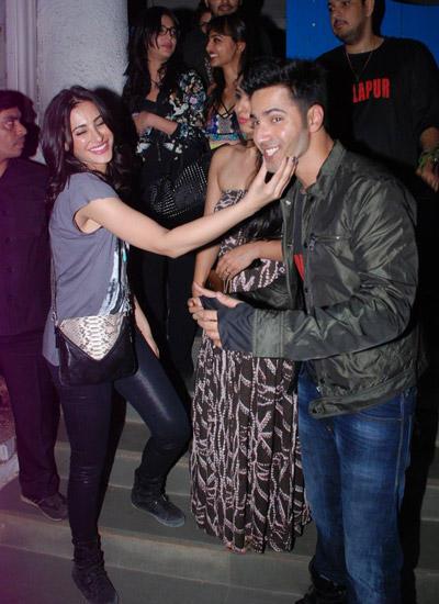 Nargis Fakhri Showering Love On Varun Dhawan At Badlapur Wrapup Bash