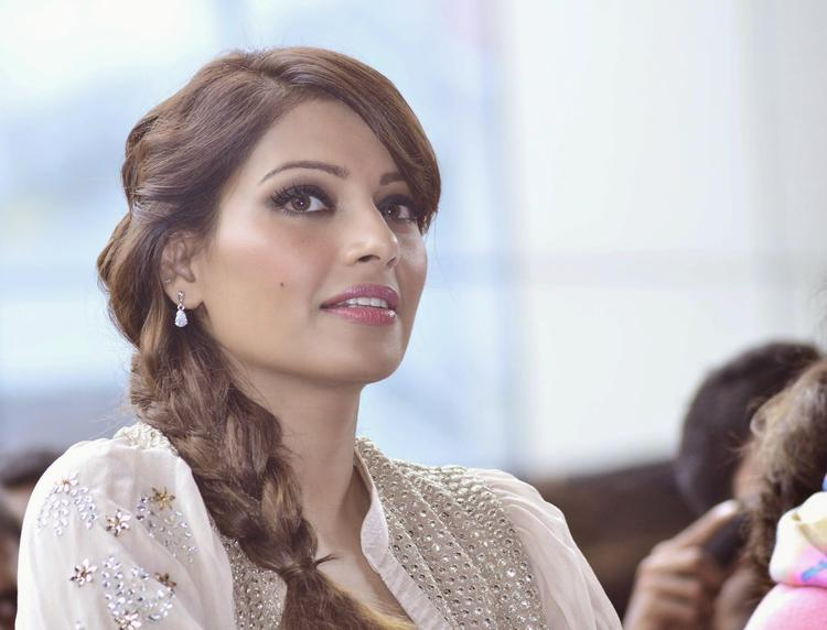 Bipasha Basu Snapped At Umang College Festival For Creature 3D Promotion