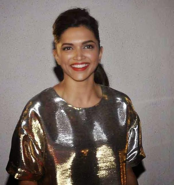 Deepika Padukone Red Lippy Gorgeous Look At The Finding Fanny Screening Hosted By Homi Adjania
