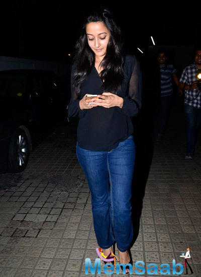 Raima Sen Busy With Cell Phone During Finding Fanny Screening Hosted By Homi Adajania