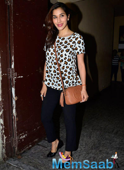 Sophie Choudry Dazzling Look During The Screening Of Finding Fanny Hosted By Homi Adajania