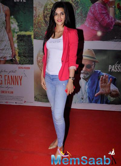New Bollywood Beauty Kriti Sanon Attended Finding Fanny Screening