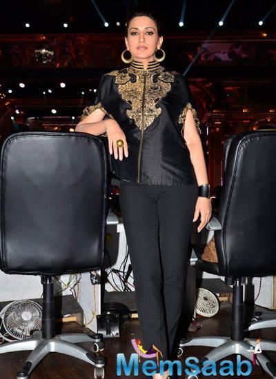 Sonali Bendre On The Sets Of Zee Cine Star Ki Khoj During The Promotion Of Film Khoobsurat
