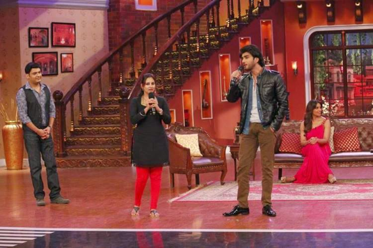 Imran Abbas Sung Songs For The Audience On Stage And Kapil Looks On During The Promotion Of Creature 3D