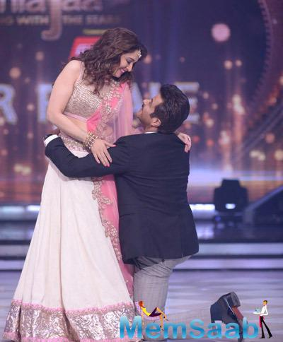 Madhuri Dixit And Anil Kapoor Romantic Dance During The Grand Finale Of JDJ 7