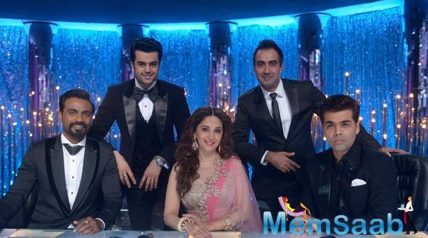 Remo,Manish,Madhuri,Ranvir And Karan Posing For Shutterbugs During The Grand Finale