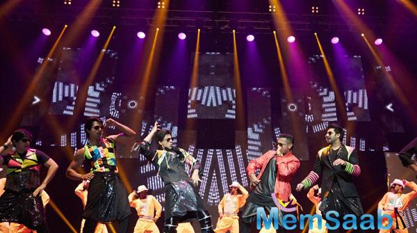 Honey And Shahrukh Rock The Stage With Lungi Dance At SLAM ! The Tour