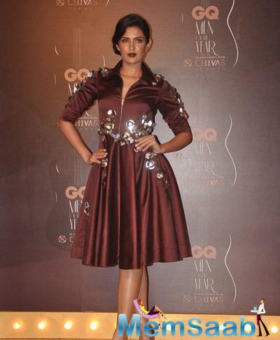 Deeksha Seth Lovely Look At GQ Men Of The Year Awards 2014