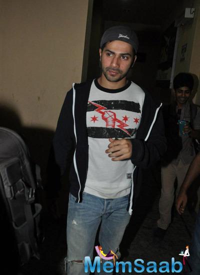 Varun Dhawan Stylish Look During The Screening Of Haider At Juhu