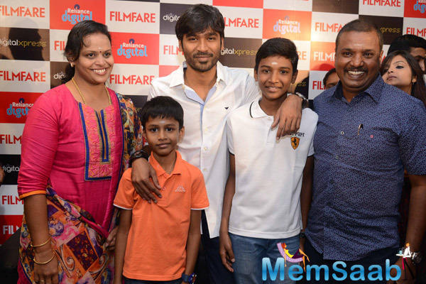 Dhanush Posed With Fans At The Reliance Digital Store For Meet The Filmfare Readers