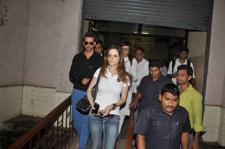 Hrithik Roshan And Sussanne Khan Outside The Court On Saturday