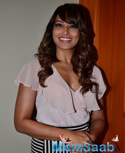 Black Beauty Bipasha Basu Cute Smile During Vikram Phadnis Debut Film NIA Announcement Press Meet
