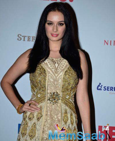 Evelyn Sharma Cool Pose During The Hello! Hall Of Fame Awards 2014