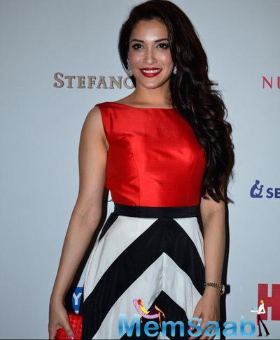 Rashmi Nigam Flashes Smile During The Hello! Hall Of Fame Awards 2014