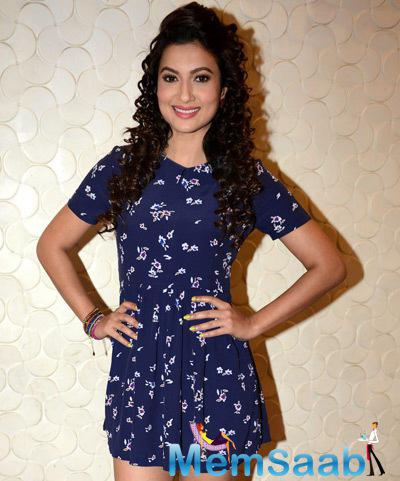 Gauhar Khan Smiling Pose During Press Conference Of Top 4 Performer
