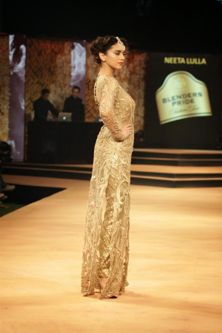 Aditi Rao Hydari Showstopper For Neeta Lulla On Day 1 At Blenders Pride Fashion Week 2014