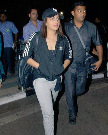Sonakshi Return From Her Tamil Movie Debut Lingaa Promotion