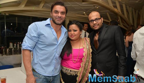 Sohail Khan Posed With Comedian Bharti Singh At Purabi Joshi Wedding Ceremony