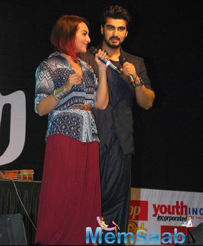 Sonakshi Sinha And Arjun Kapoor Promote Tevar In Fun Mode At Mithibai College