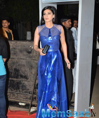 Charming Kriti Sanon Grace BIG STAR Entertainment Award