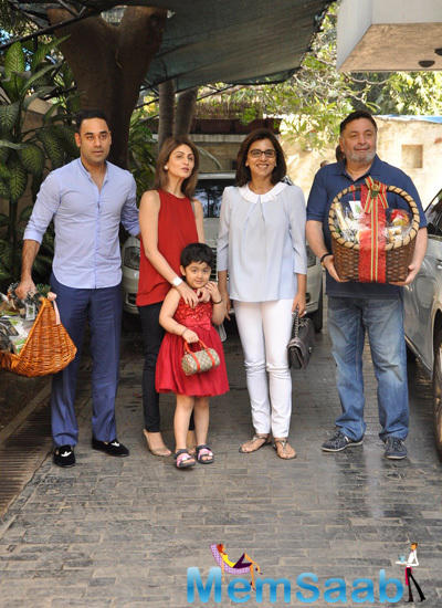 Rishi Kapoor And Neetu Kapoor Strike A Pose With Daughter Riddhima And Son In Law Bharat Sahni