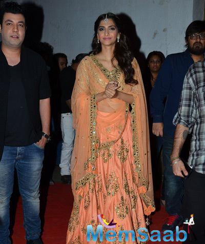 Sonam Looks Radiant Opted Arpita Mehta At DKD Music Launch Event