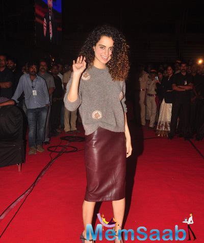 Kangana Ranaut Radiant Look On The Red Carpet At Umang Mumbai Police Show 2015