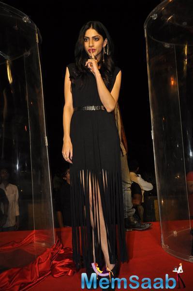 Sapna Pabbi Looks Stunning In This Black Outfit During Khamoshiyan Promotion