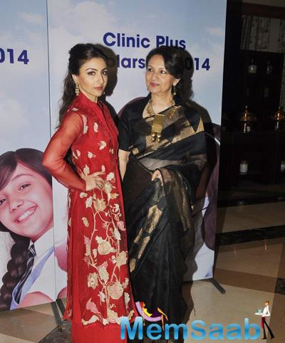Soha Ali Khan Posed With Mom Sharmila Tagore During The Clinic Plus Charity Event