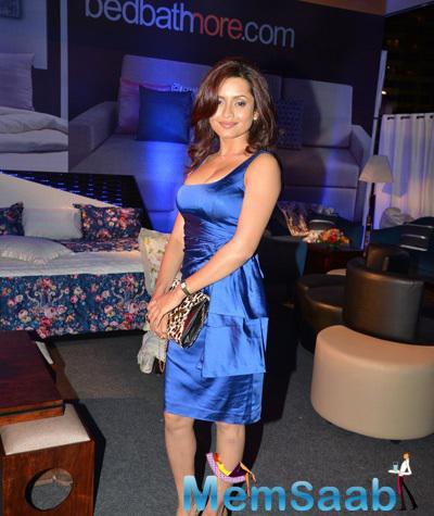 Bhavna Pani Stunning Look In Blue Dress At Good Homes Awards 2014