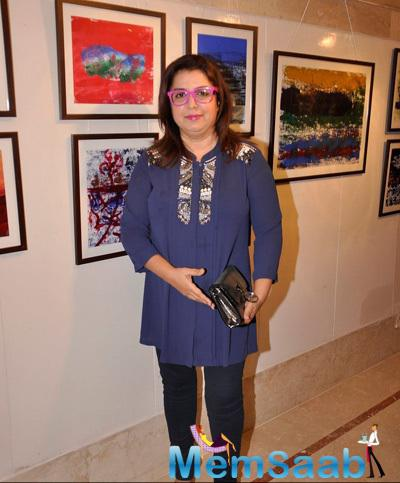 Farah Khan Cool Casual Look During The Art Exhibition 2015