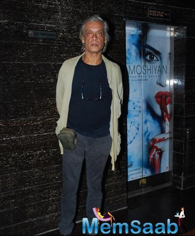 Sudhir Mishra Posed For Camera During The Special Screening Of Hawaizaada Movie