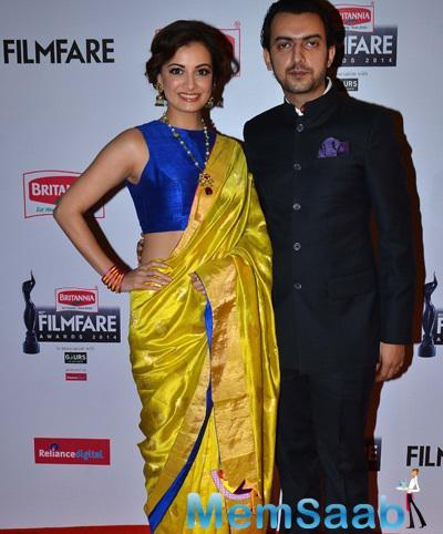 Dia Mirza With Hubby Sahil Sangha Posed At 60th Britannia Filmfare Awards 2015