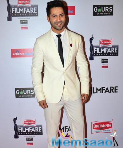 Varun Dhawan All Smiles At 60th Britannia Filmfare Awards 2015