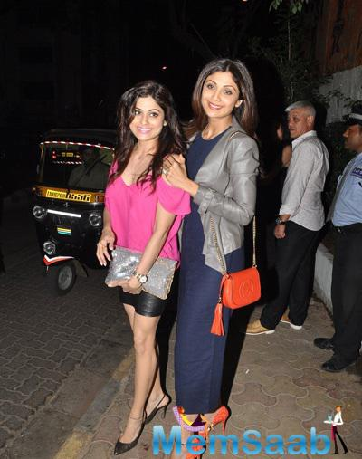 Shilpa And Shamita Gave A Sweet Smile For The Shutterbugs Out Side Olive