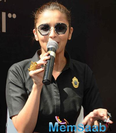 Alia Bhatt Interacting With Media During The  I Hate Bollywood  Book Launch Event