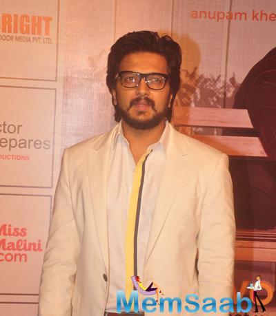 Riteish Deshmukh Posed For Camera At The Premiere Of Anupam Kher New Play Mera Who Matlab Nahi Tha