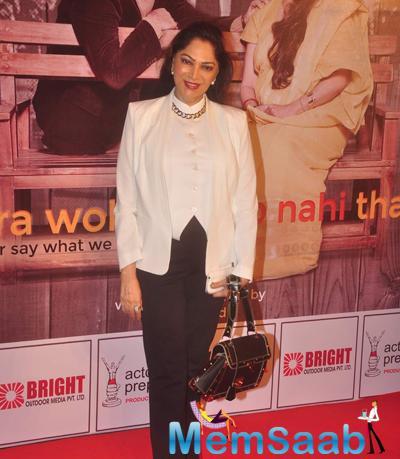 Simi Garewal Smiling Pose During The Premiere Of Anupam Kher New Play Mera Who Matlab Nahi Tha
