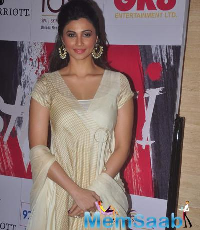 Daisy Shah Glamour Look During The Beti Bash 2015