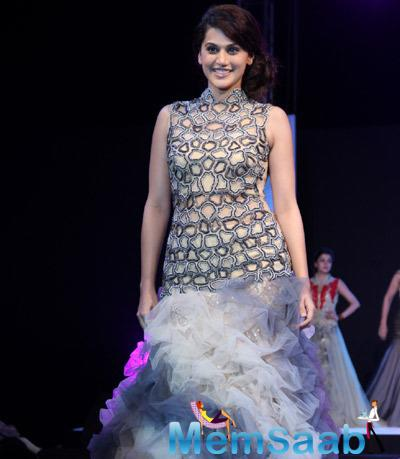 Taapsee Pannu Stunning Look On Ramp At Smile Foundation Charity Show